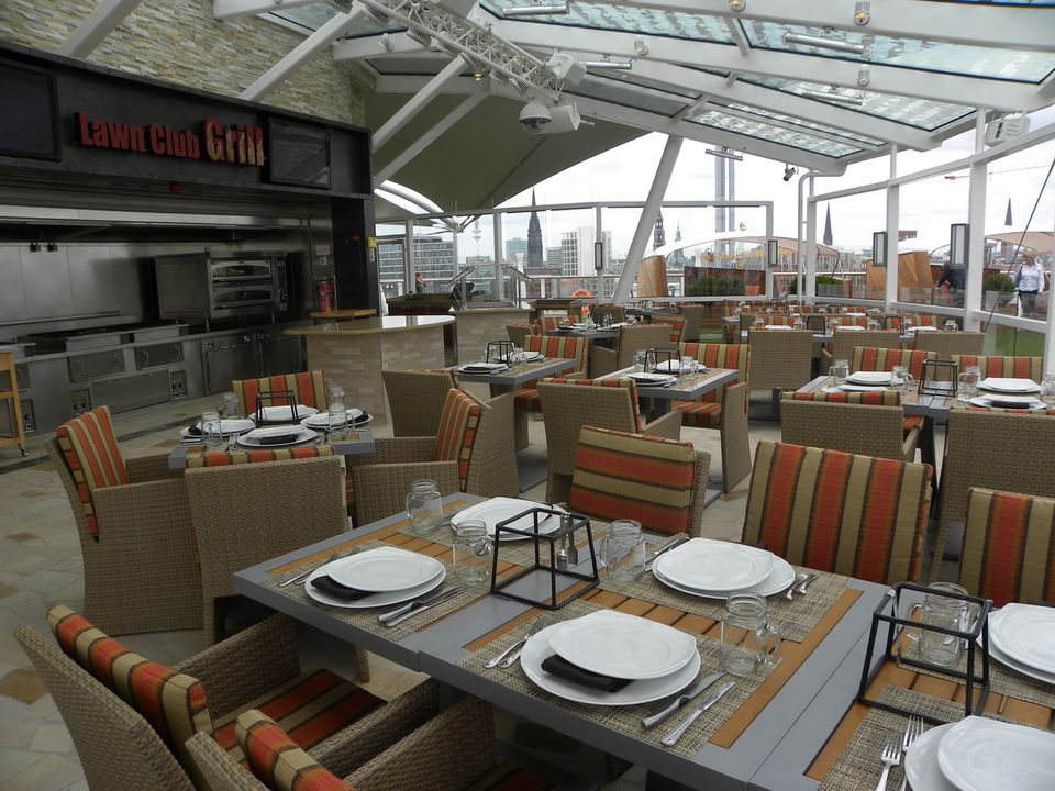 The Lawn Club Grill on the Celebrity Silhouette