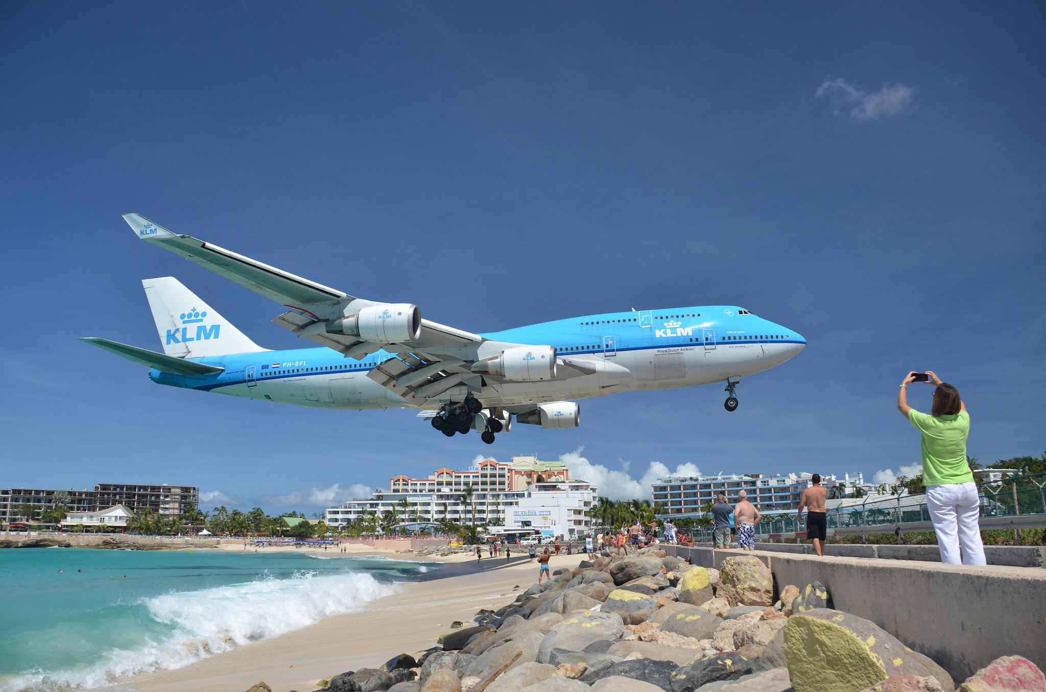 KLM 747 landing over Maho Beach