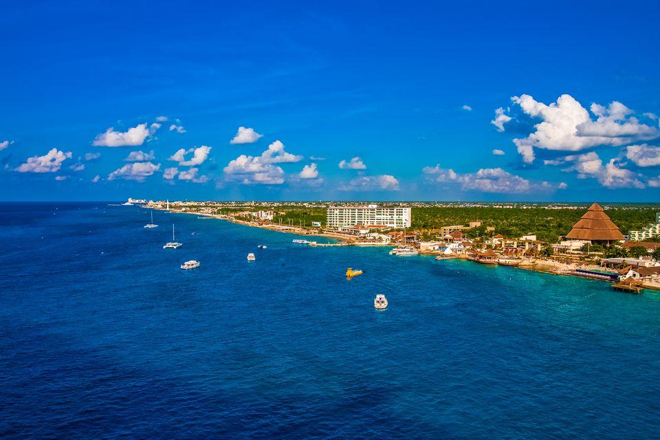 La costa de Cozumel, México desde el mar