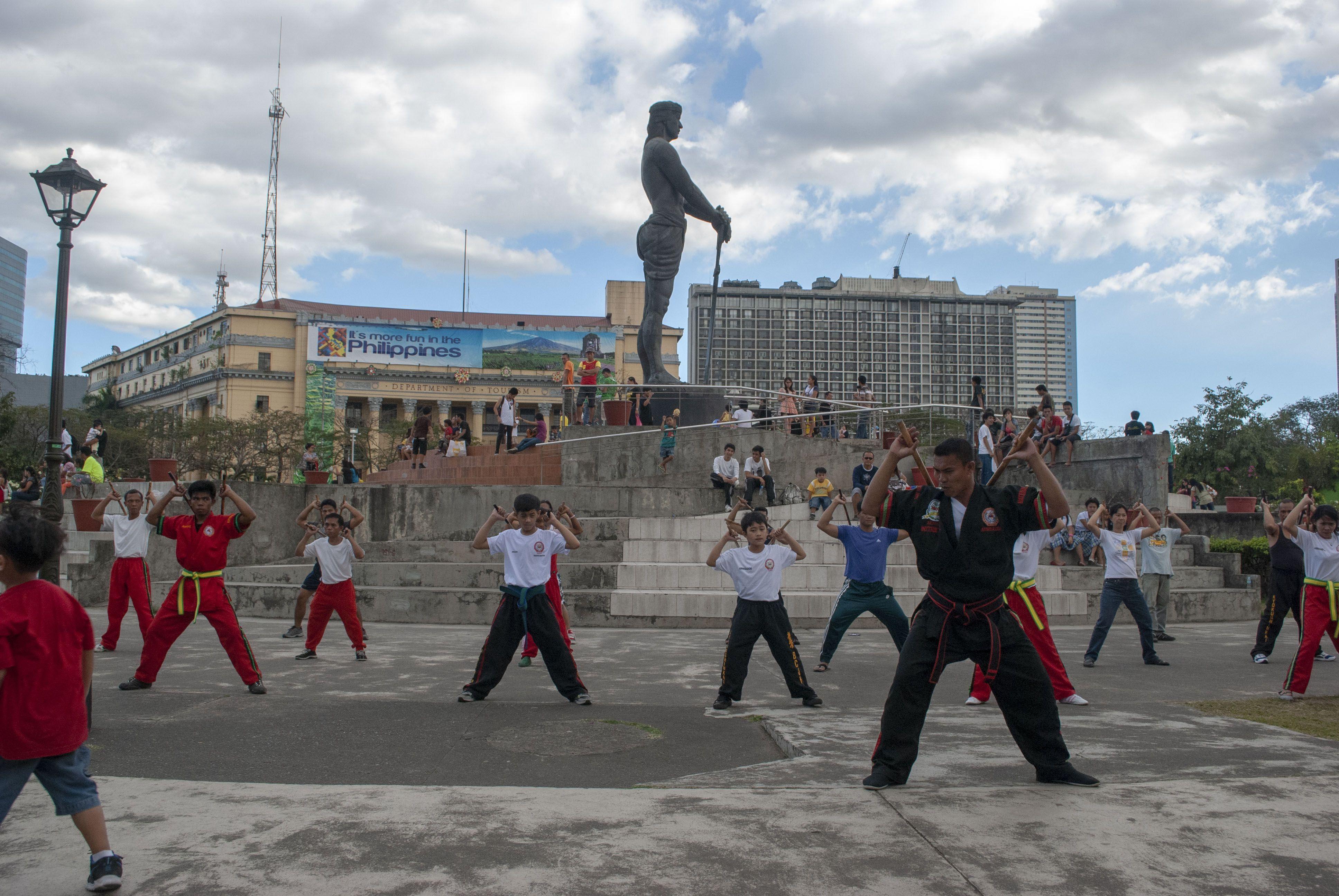 Kali classes at Rizal Park, Manila