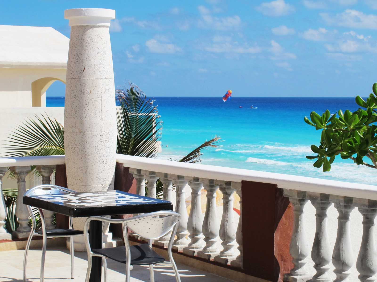 how to stay safe in cancun, mexico
