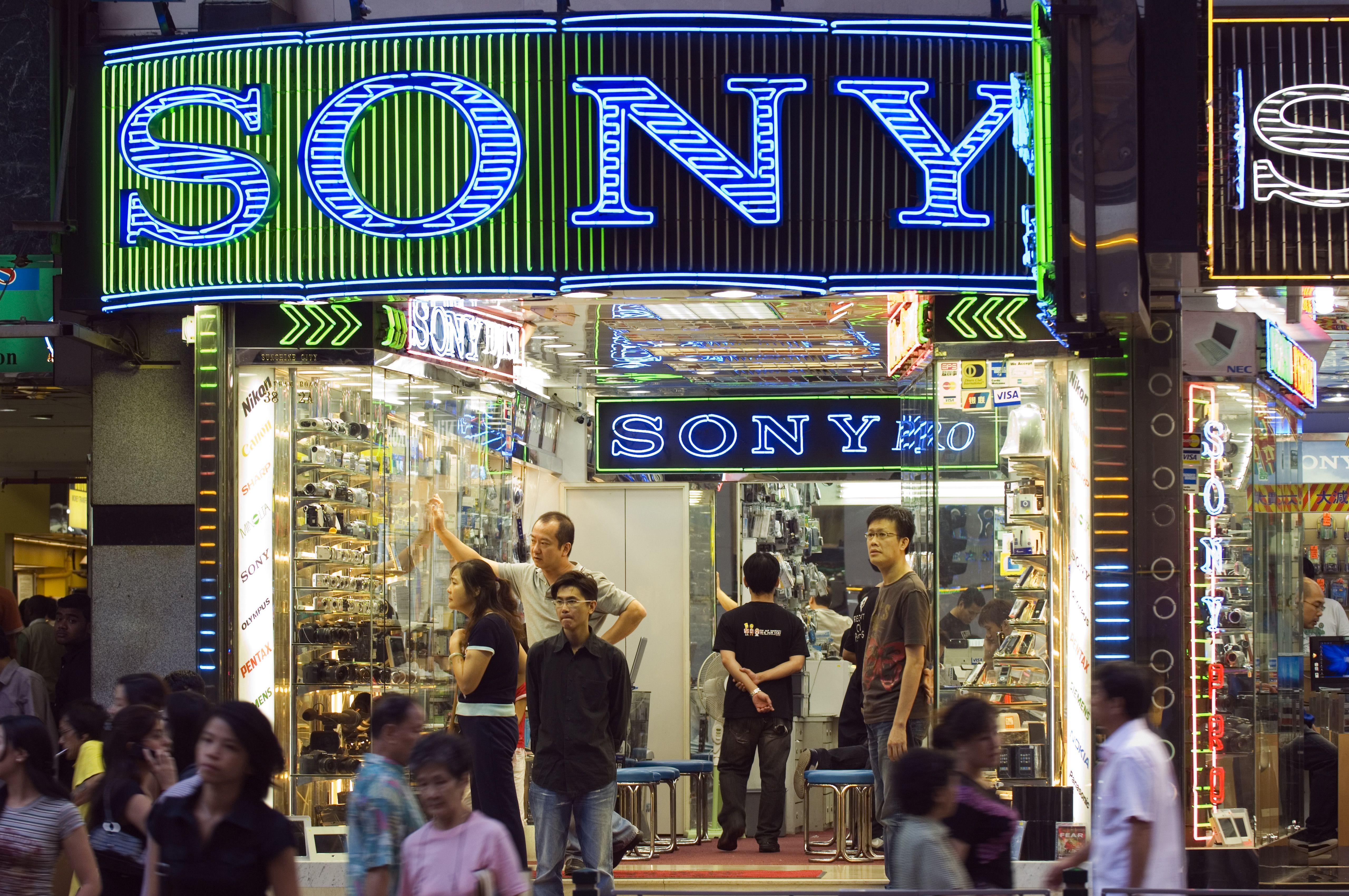 China, Hong Kong, Kowloon. An electronics shop on Nathan Road.