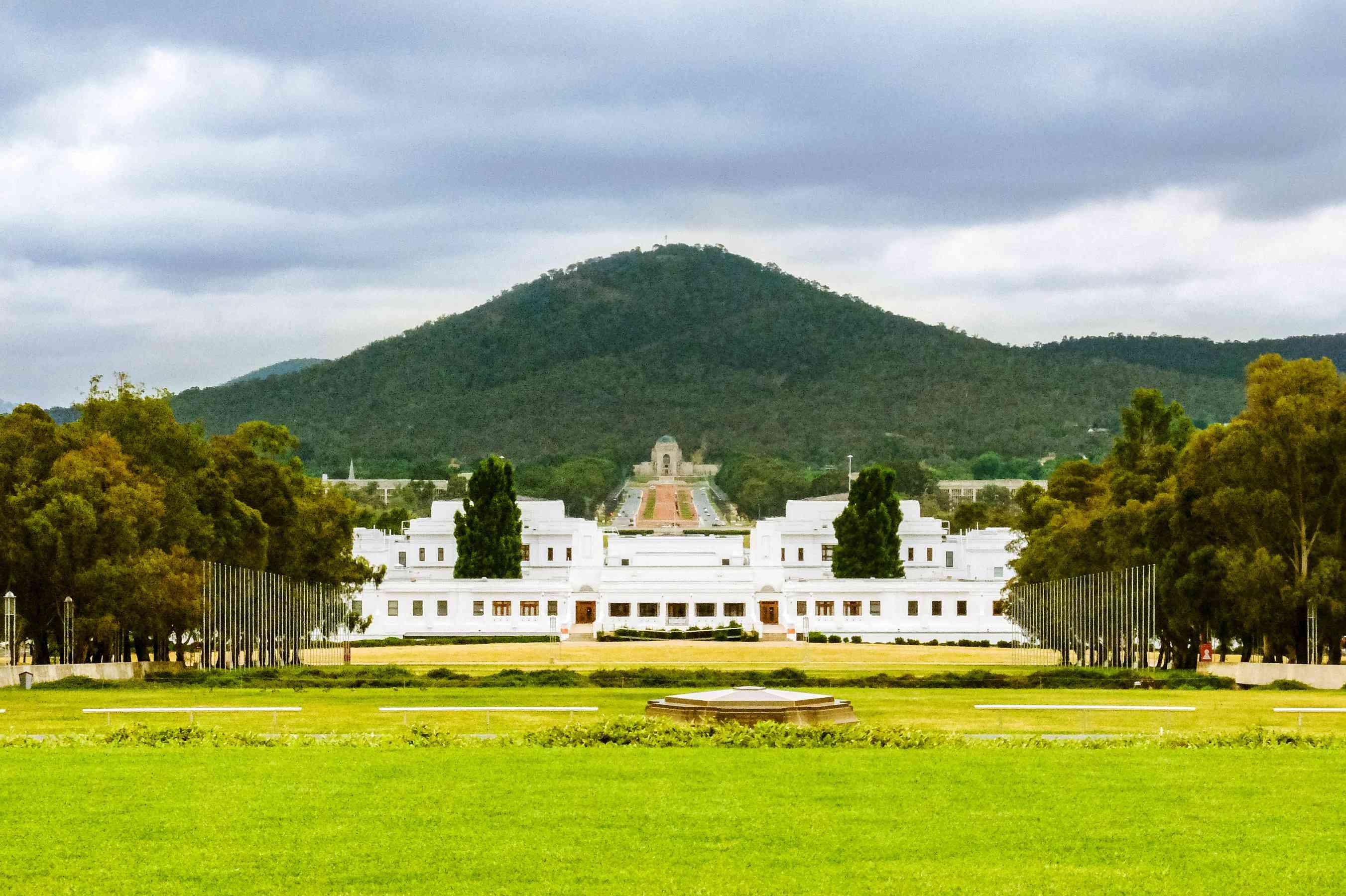 Amplia vista de la Casa del Parlamento de Canberra