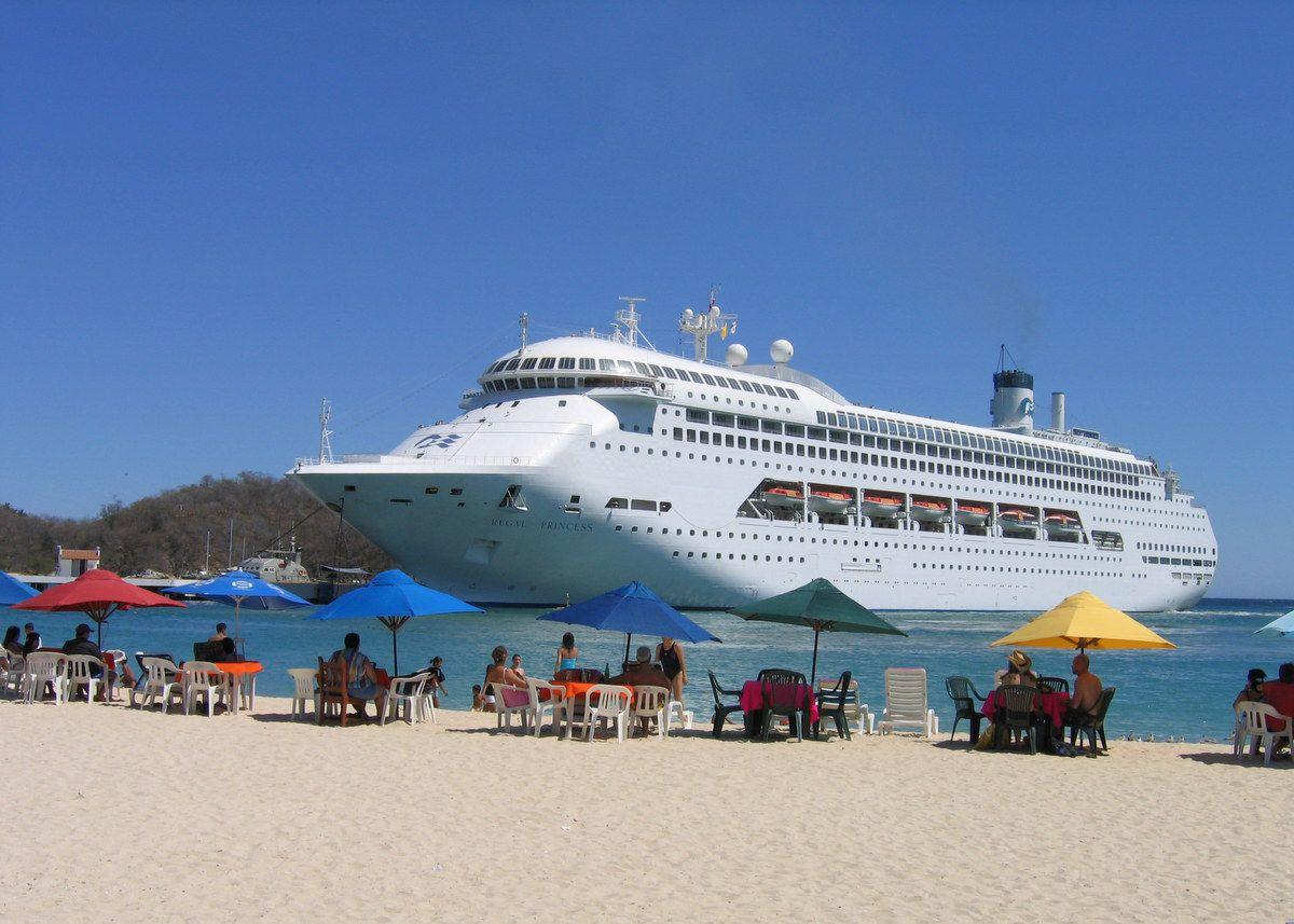 A cruise ship in Huatulco