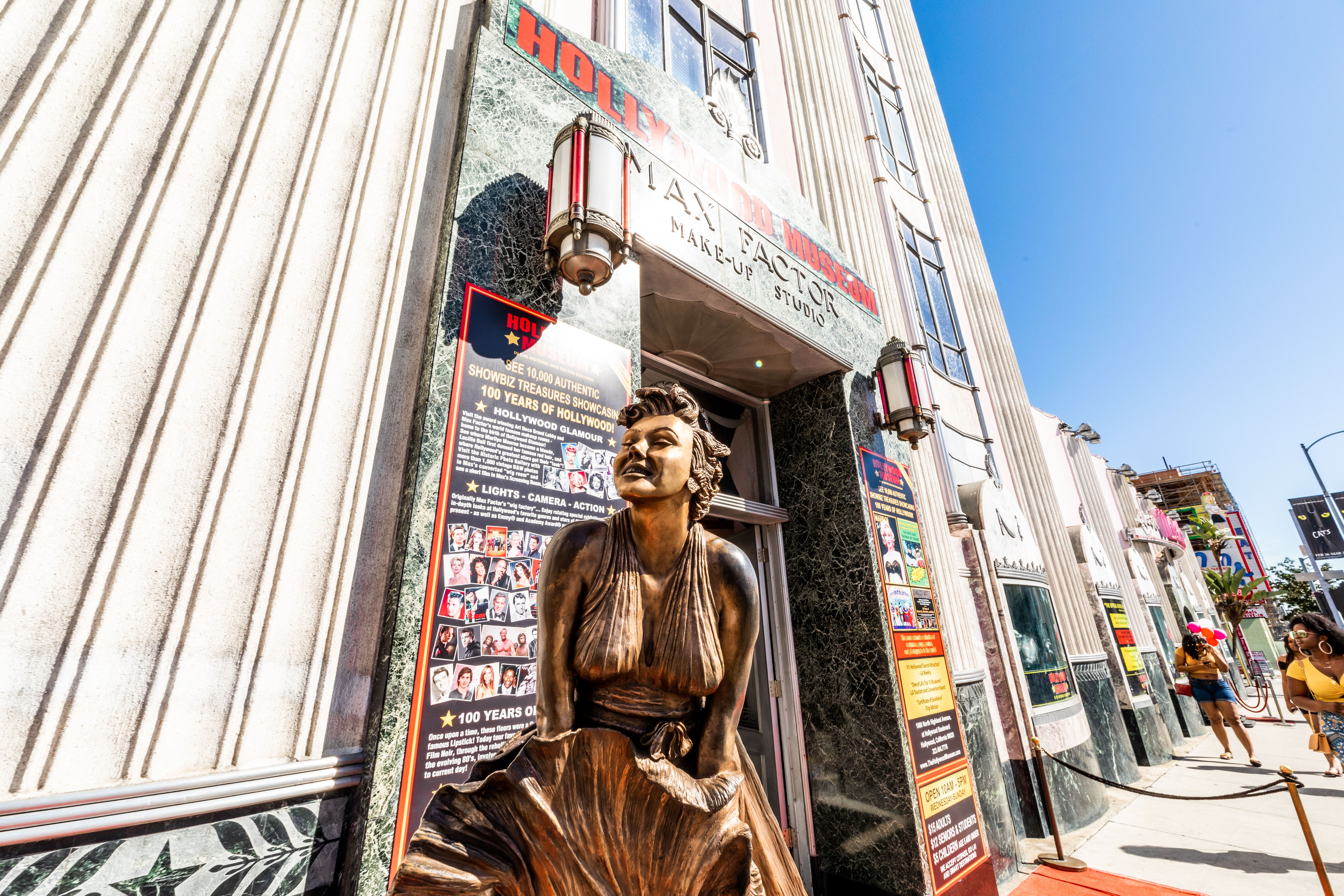 bronze statue of marilyn monroe outside the hollywood museum