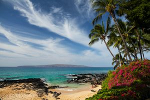 Paako Beach (Secret Cove), A Small Beach With Snorkelers And A Family On The Sand, Kahoolawe Island In Distance, South Of Makena Beach