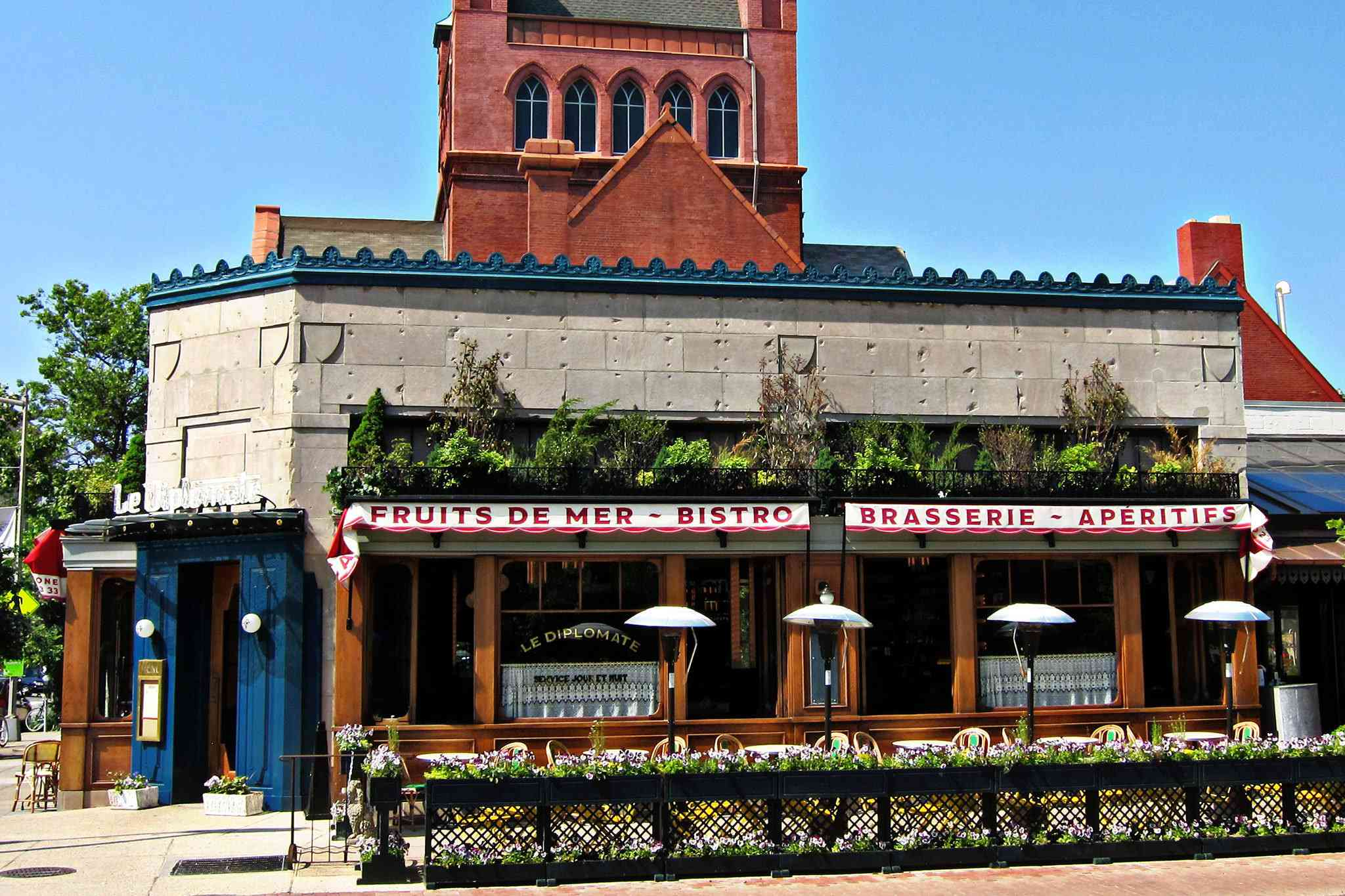 Exterior of Le Diplomate