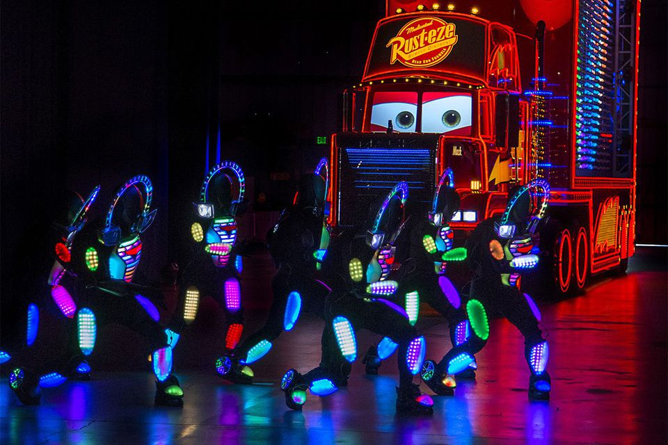 Pinta el desfile nocturno en Disneyland