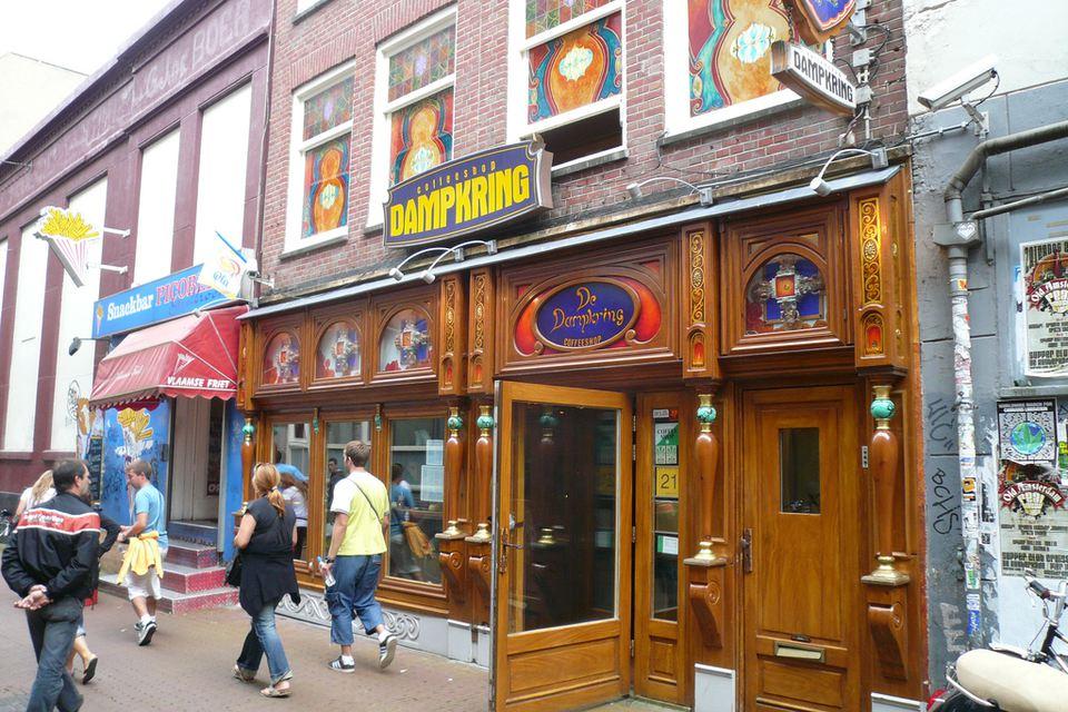 De Dampkring coffee shop exterior
