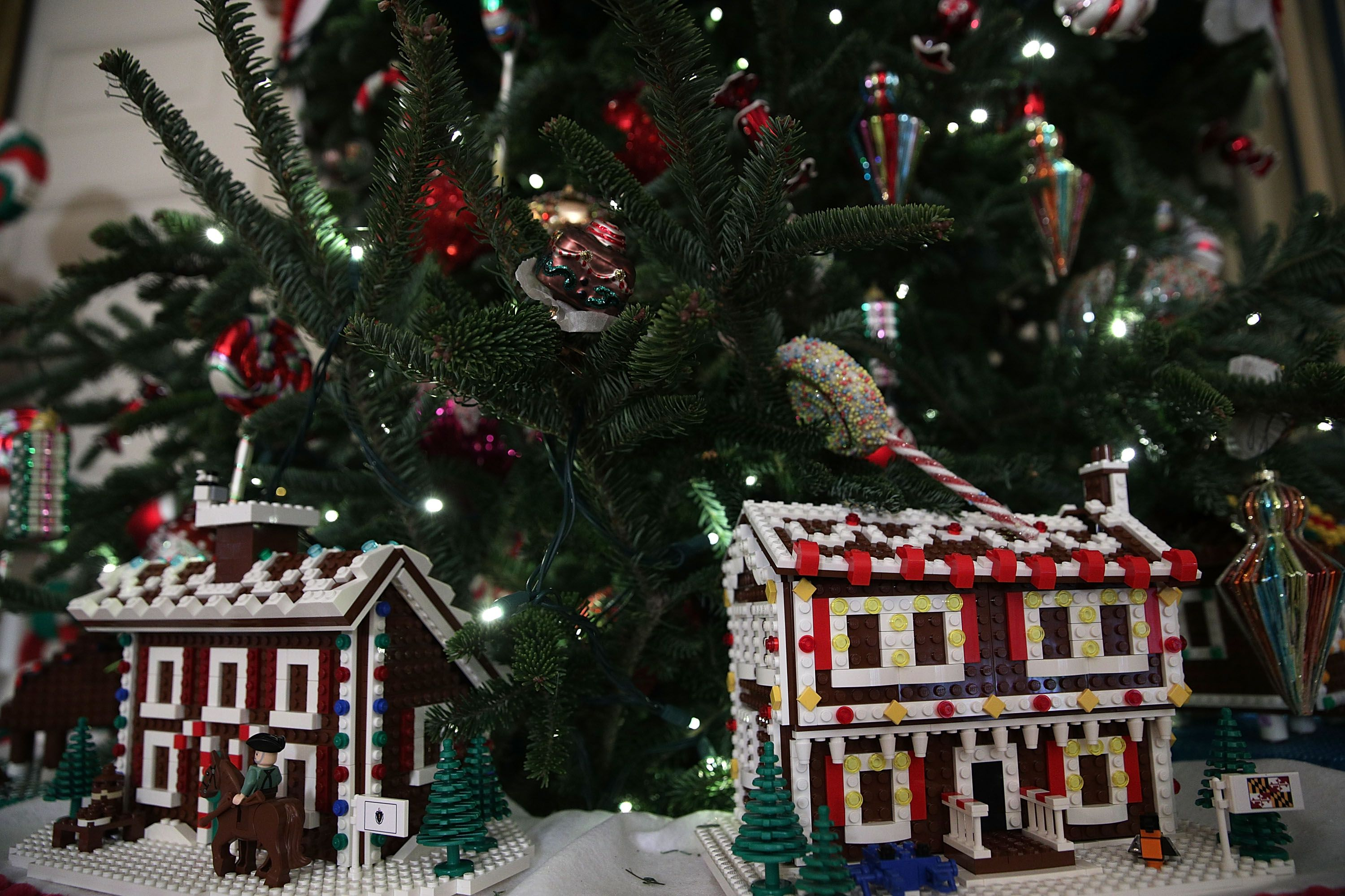 White House Christmas Decorations s