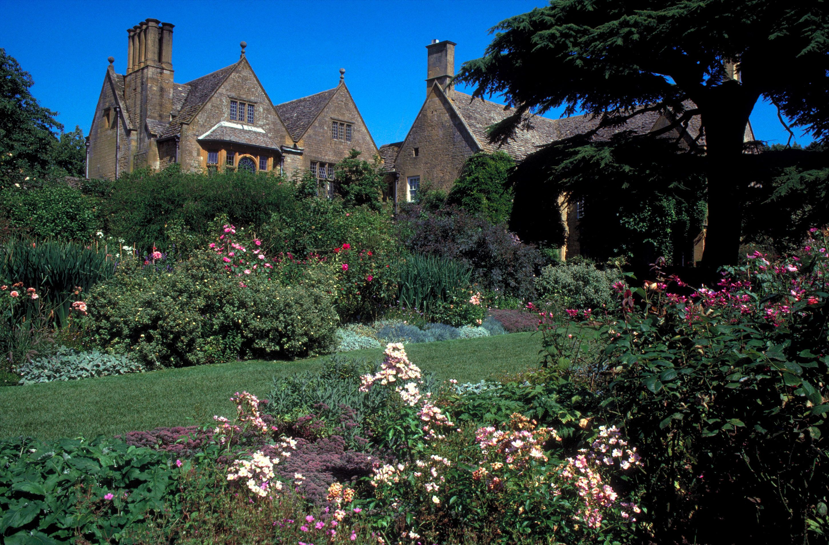 10 Best English Gardens to Visit