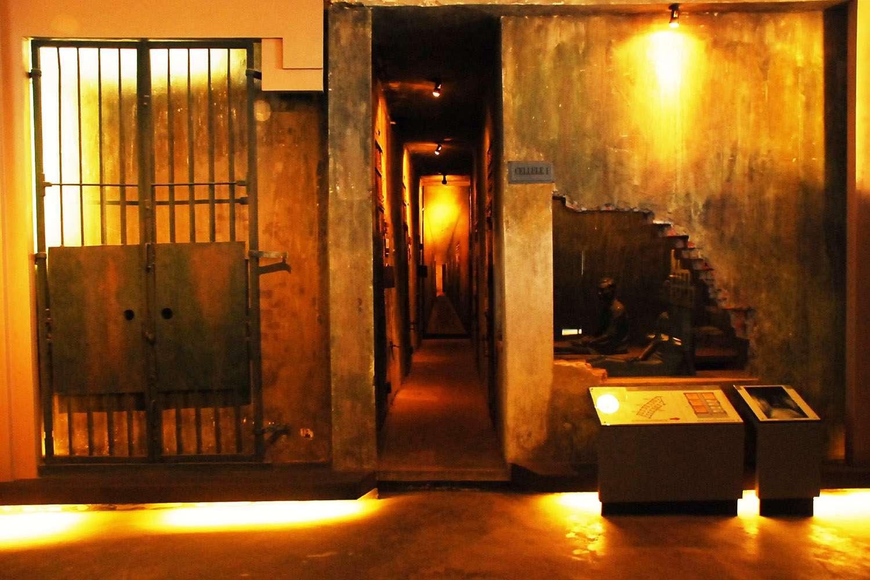 Death row dungeon, Hoa Lo Prison