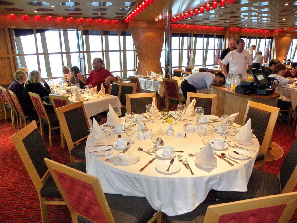 Carnival Dream - Scarlet Restaurant