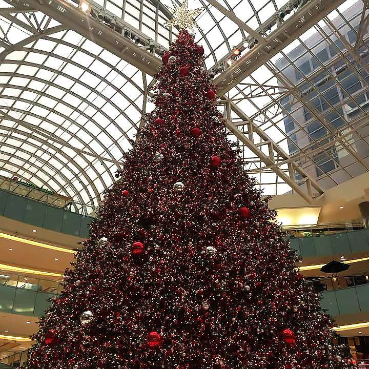 large christmas tree at the galleria - Christmas Things To Do In Dallas