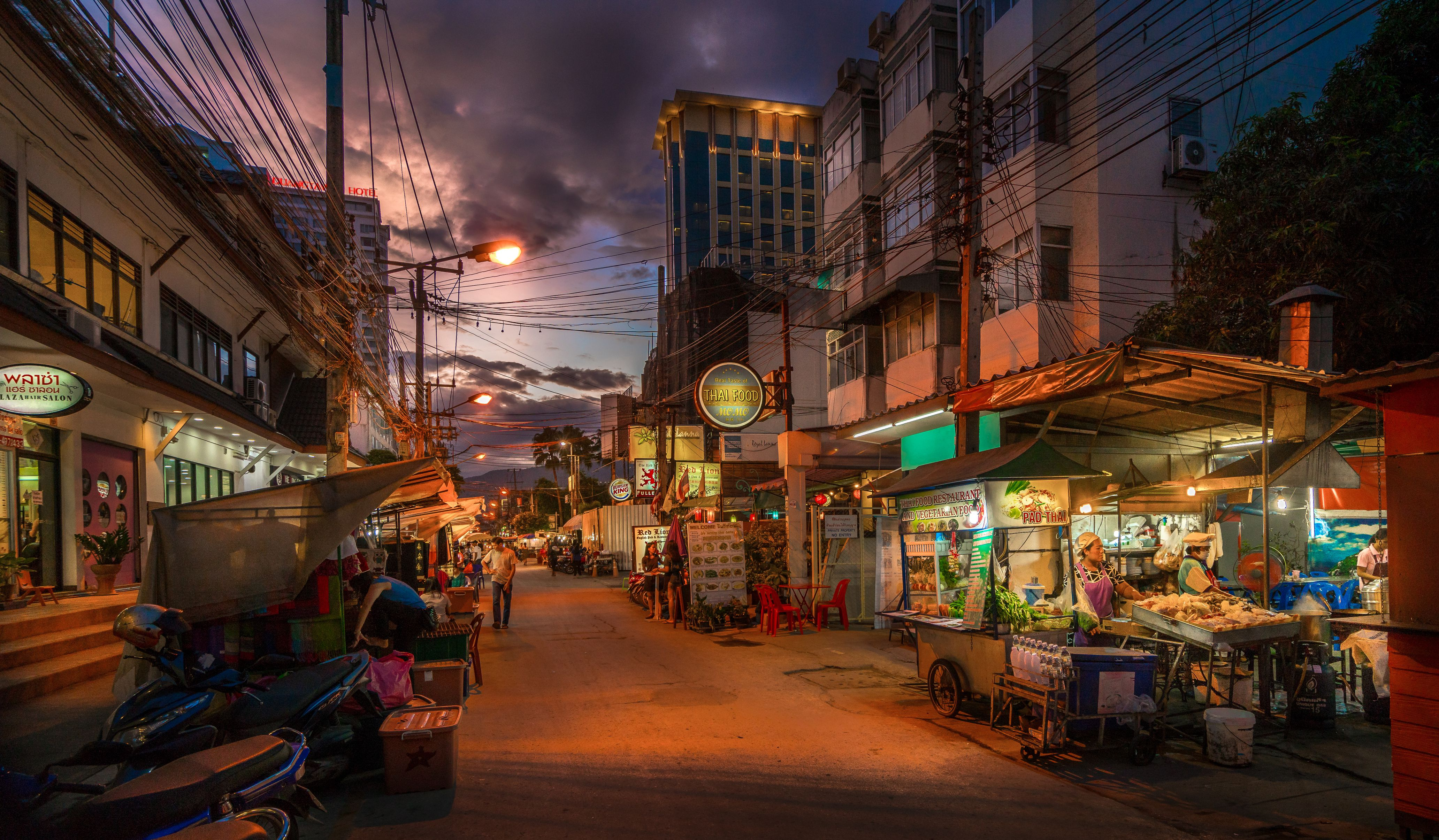 The Best Thai Street Food Dishes to Try in Bangkok