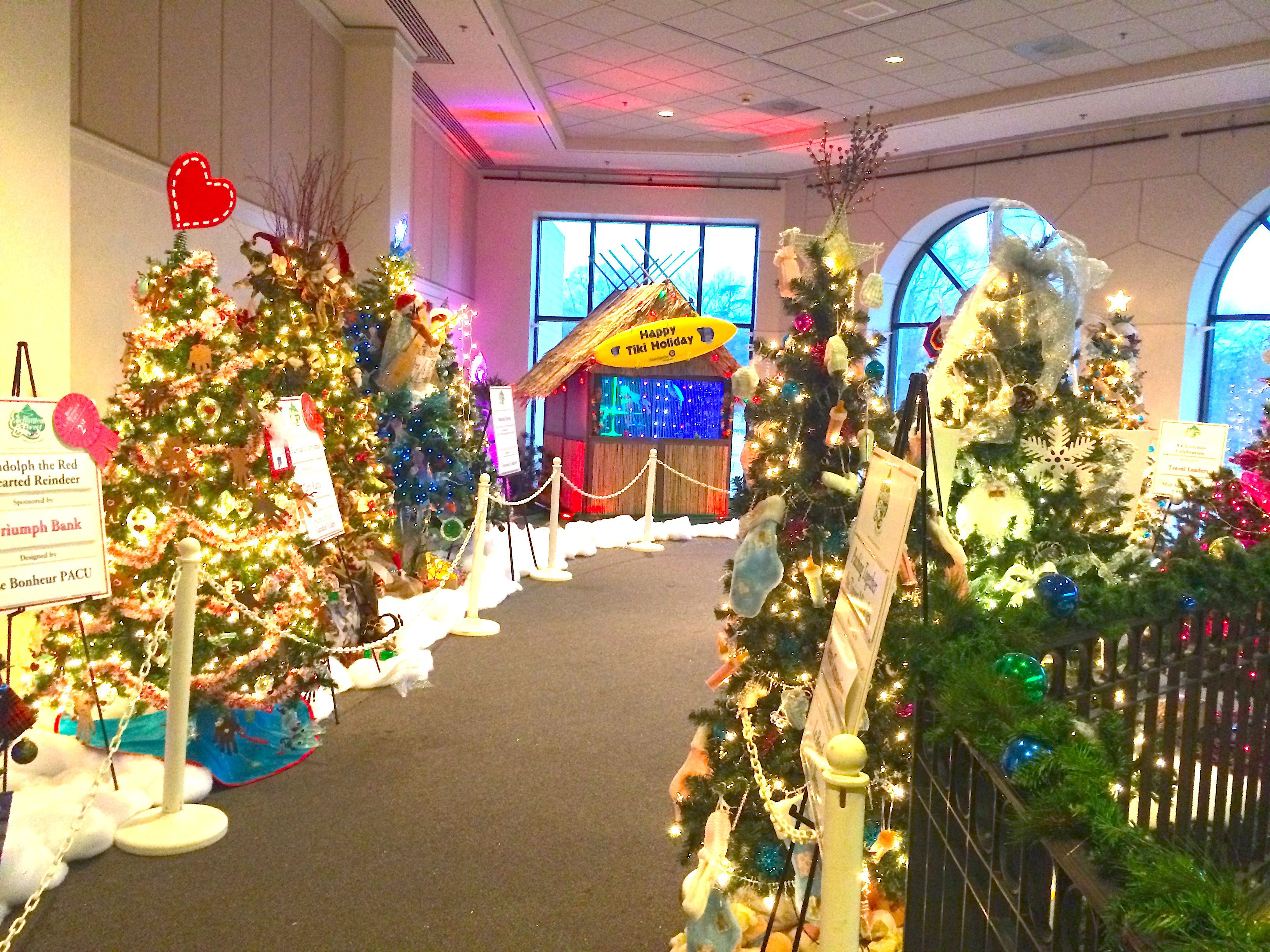 Christmas Palace.Memphis Holiday Events Enchanted Forest Festival Of Trees