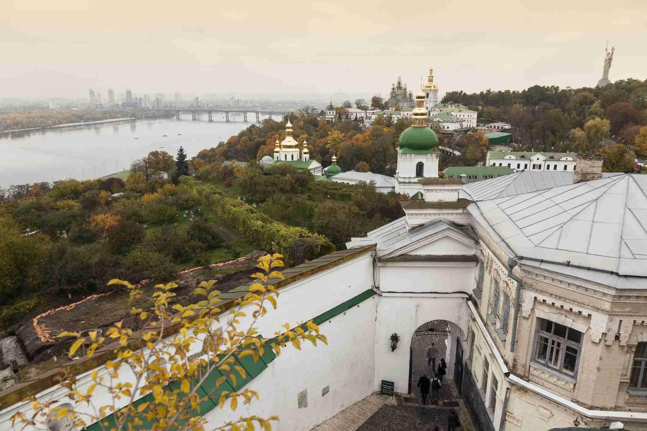 kyiv-pechersk lavra and dnipro river