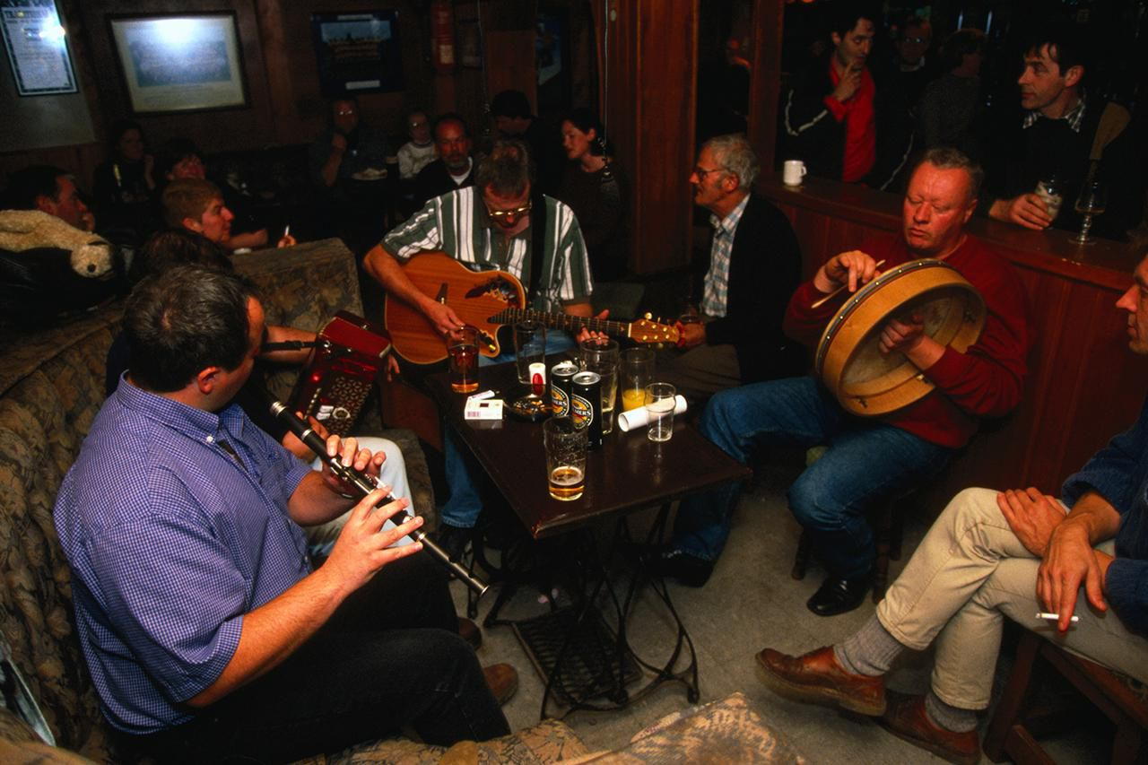the revival of irish music A revival of irish traditional music took place around the turn of the 20th century after a lull in the 1940s and 1950s, when (except for céilidh bands) tra.