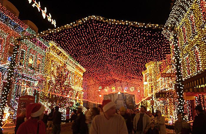 osborne family spectacle of dancing lights photo courtesy of walt disney world resort - Disney World Christmas Lights