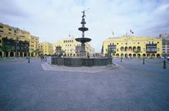 Plaza de Armas and fountain in Lima