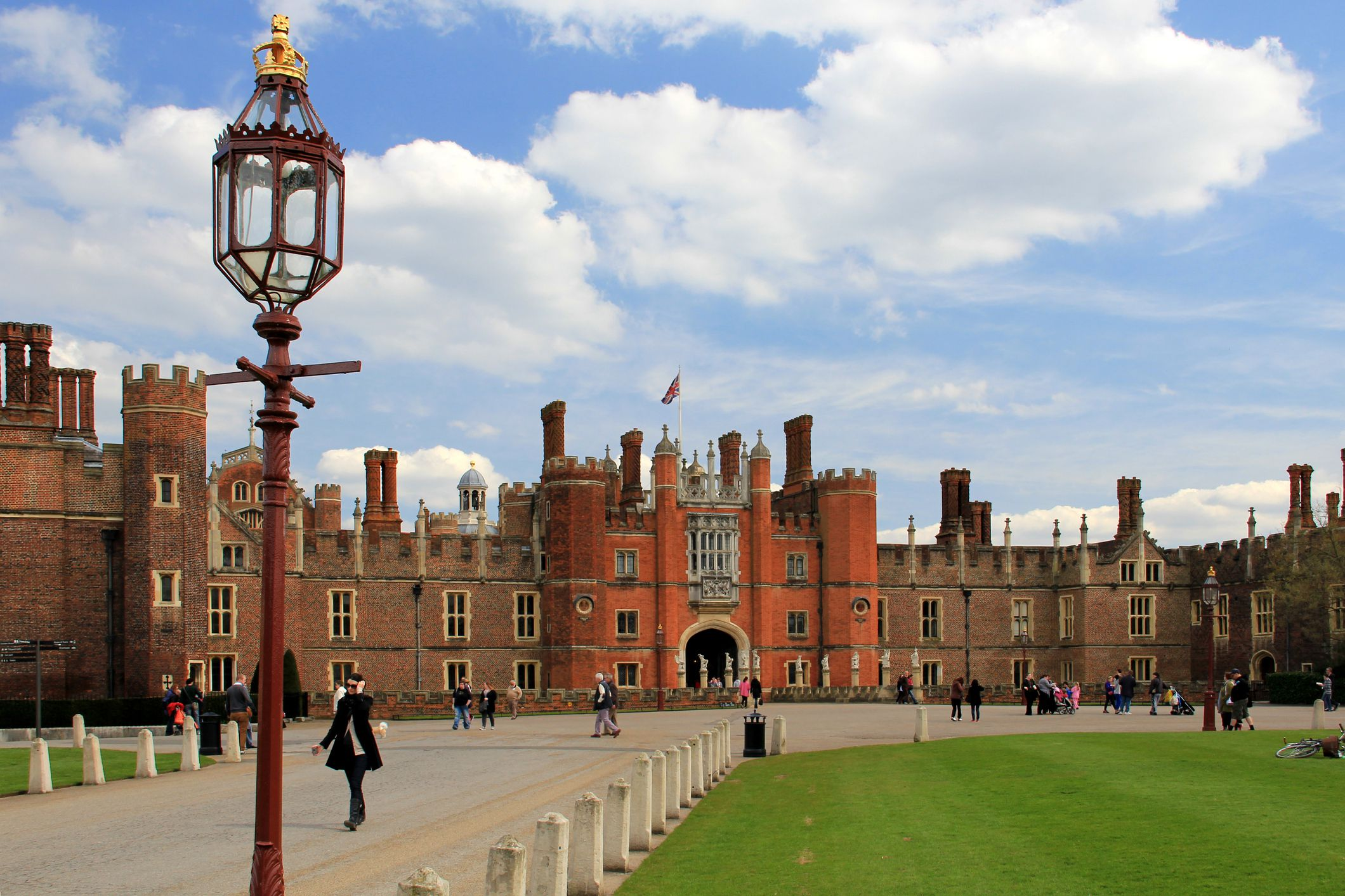 A Visitor's Guide to Hampton Court Palace in London