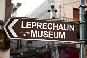 Direction sign to the Leprechaun Museum in Dublin