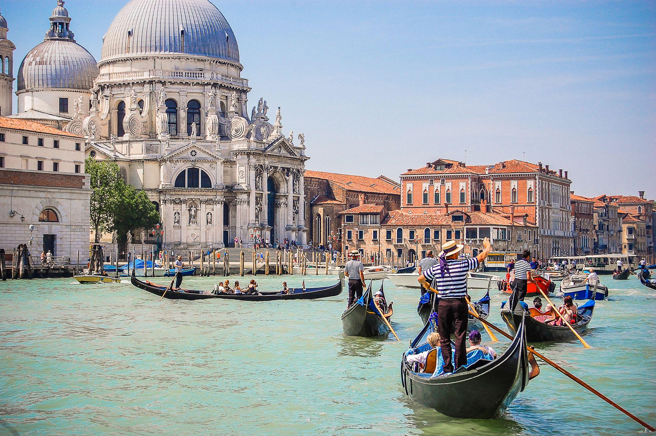 Morning Walking Tour of Venice Plus Gondola Ride