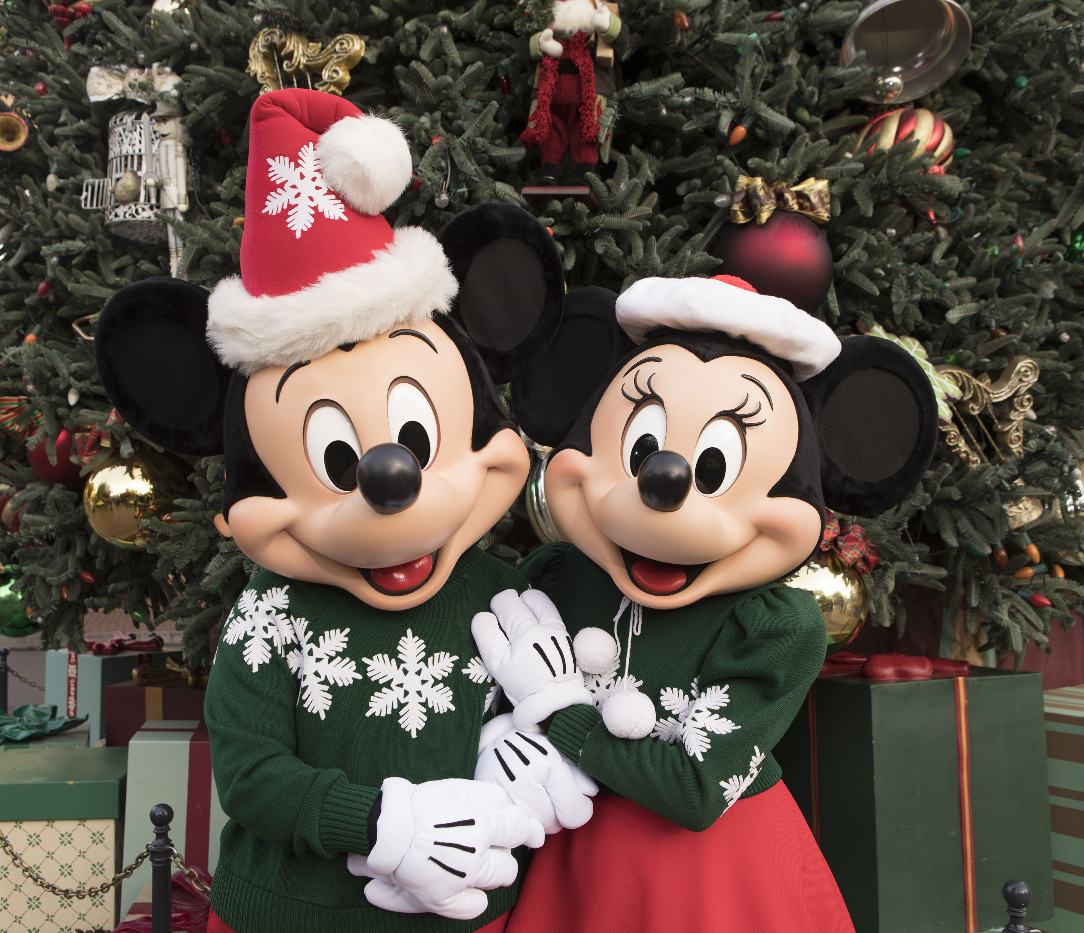 Christmas Minnie Mouse Disneyland.Christmas At California Theme Parks 2019 Holiday Celebrations