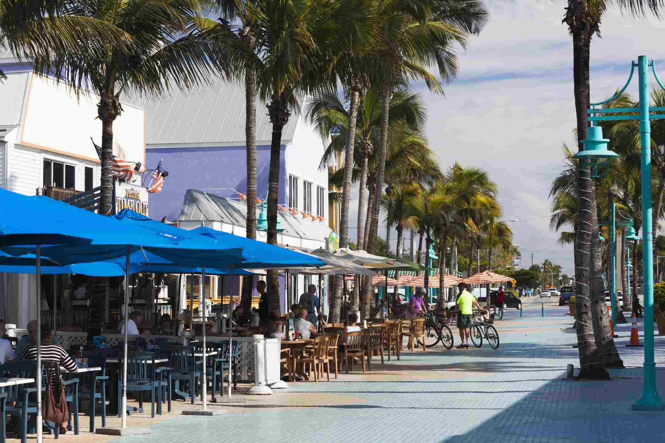 Beachfront cafes, Fort Myers Beach, Gulf Coast, Florida, USA