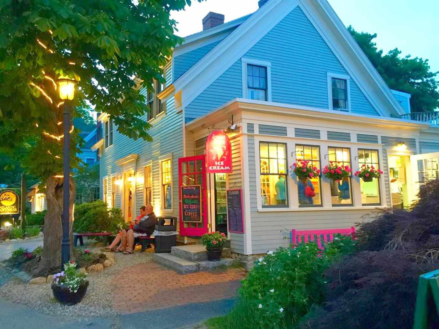 Exterior of Sweet Pea's Ice Cream in Ogunquit, Maine