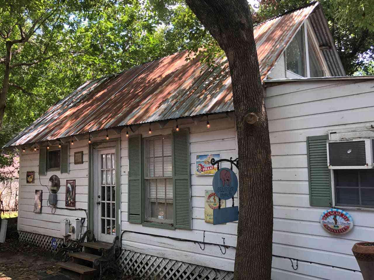 One-Bedroom Cabin in Houston's Historic District