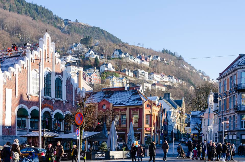 Things you should avoid in norway busy street in bergen norway reheart Choice Image