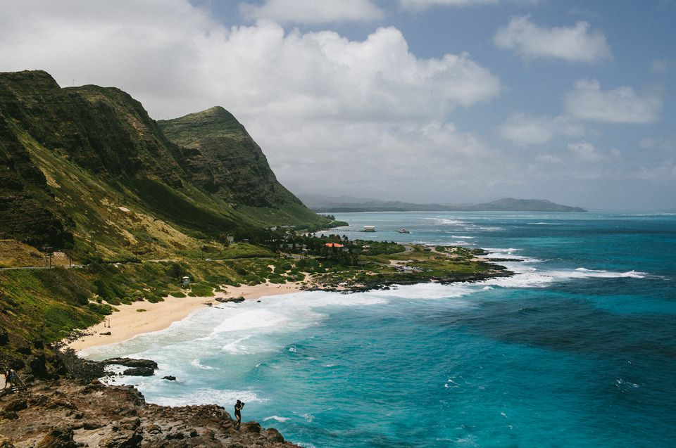 USA, Hawaii, Oahu, Waves breaking on shore near Makapuu Lighthouse