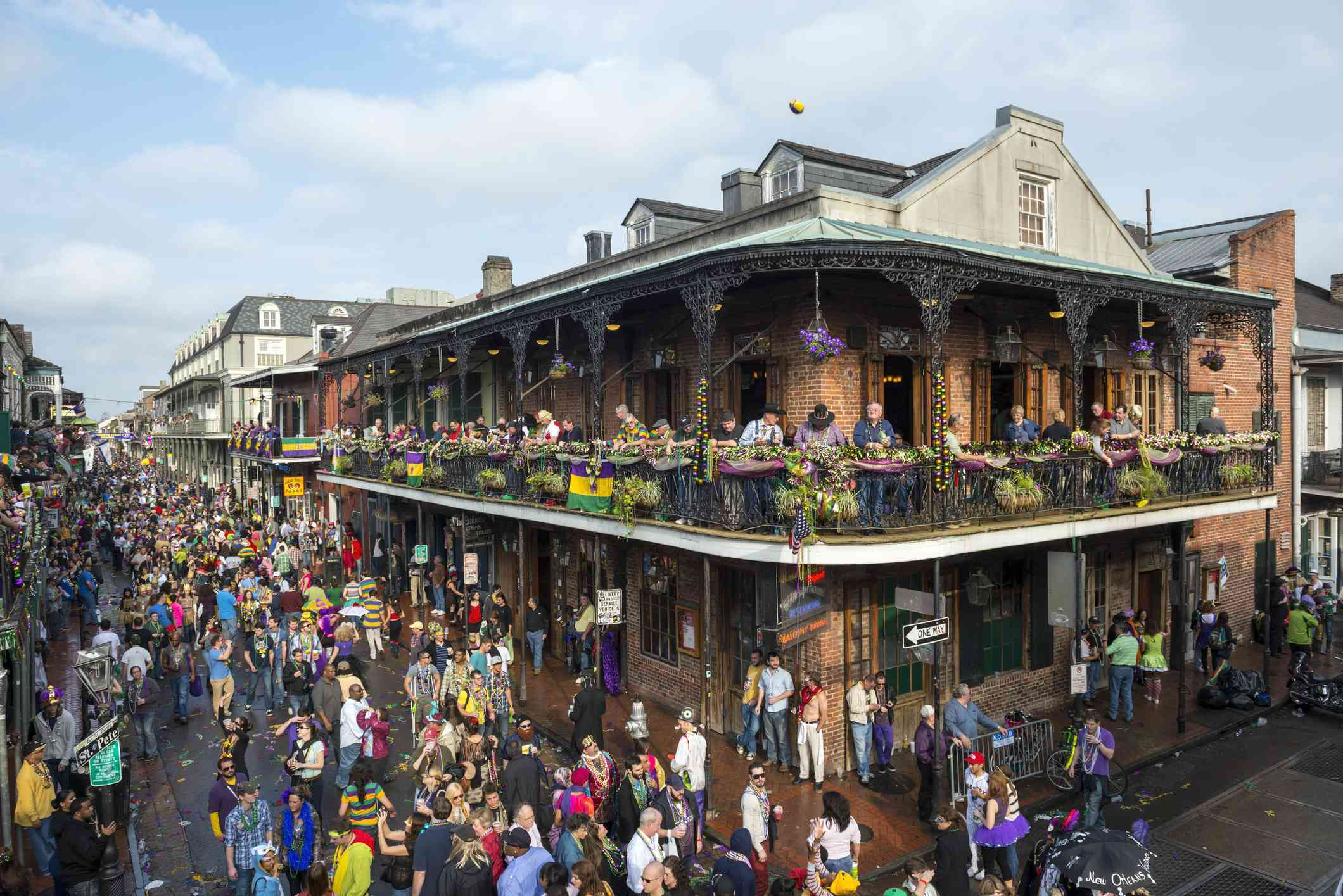 Crowds in the French Quarter during Mardi Gras