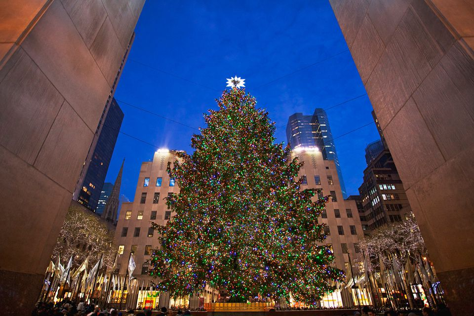 Christmas tree Rockefeller Center - The Best Holiday Light Displays In NYC