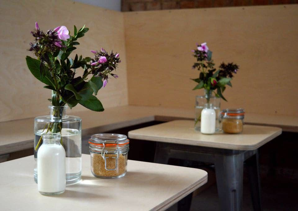 plain coffee tables with flowers