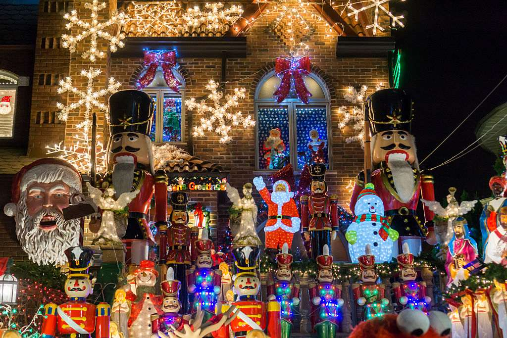 Dyker Heights Christmas Lights.A Guide To Christmas In Brooklyn