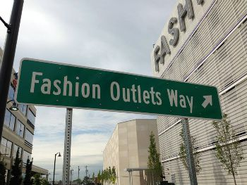 Fashion-Outlets-of-Chicago_SIGN_SPOTLIGHT.jpg