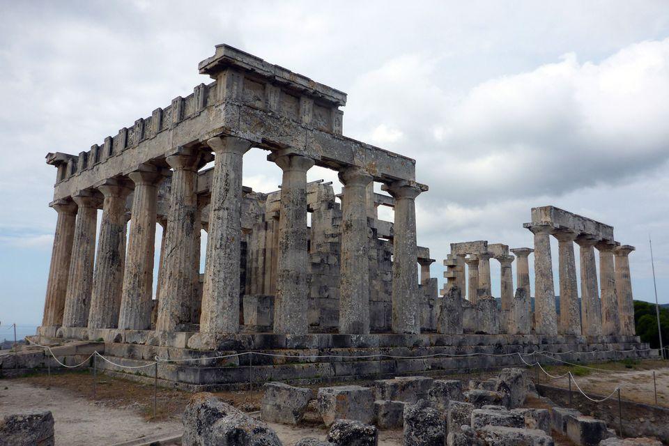 Templo de Aphaia en la isla de Egina, Grecia
