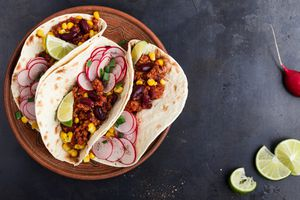 chili con carne tacos - view from above