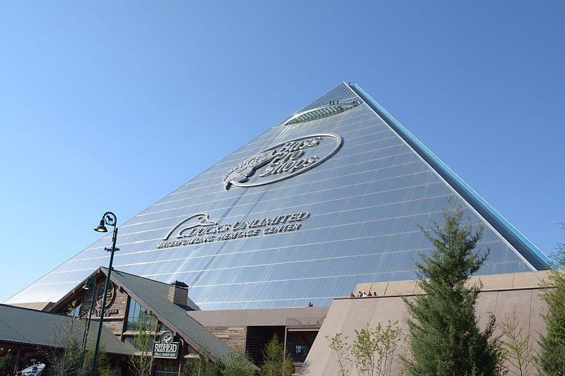 Bass Pro Shops en la Pirámide