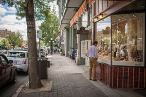 Shopping in Downtown St. Helena