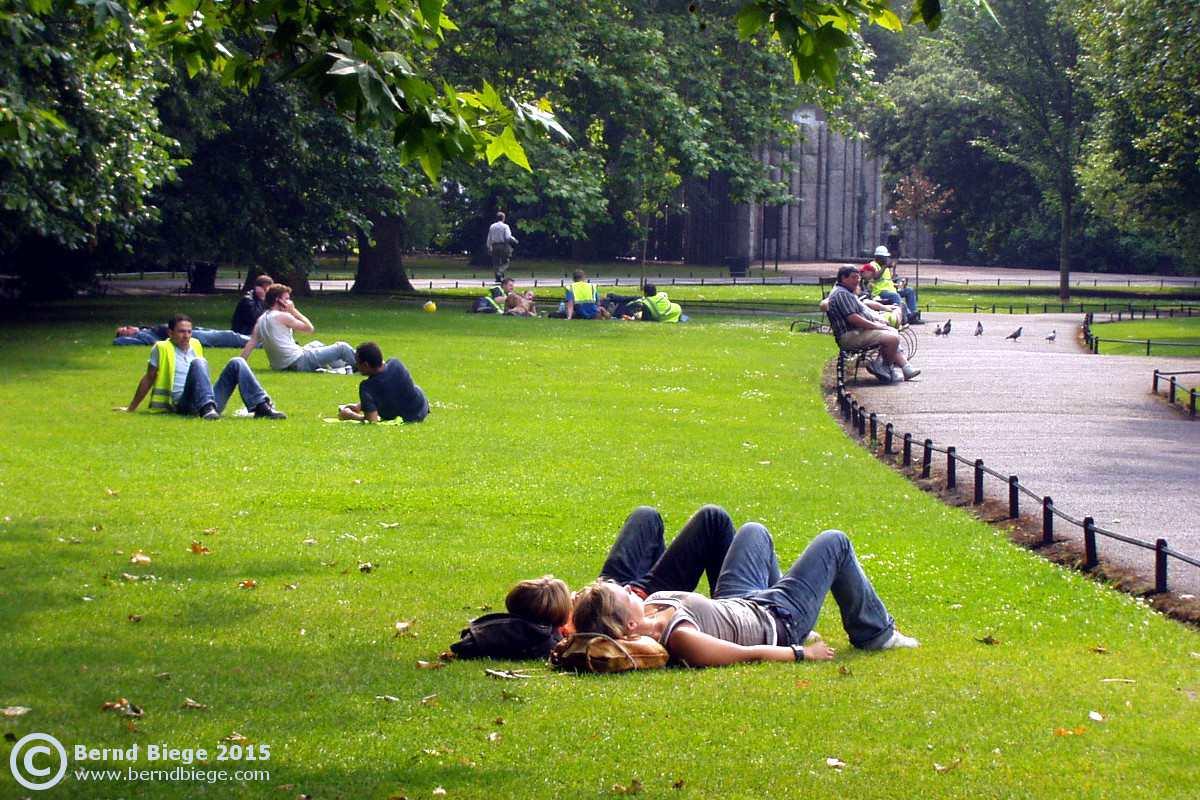 Relajarse en los parques de Dublín ... ¡una buena opción en un día soleado!