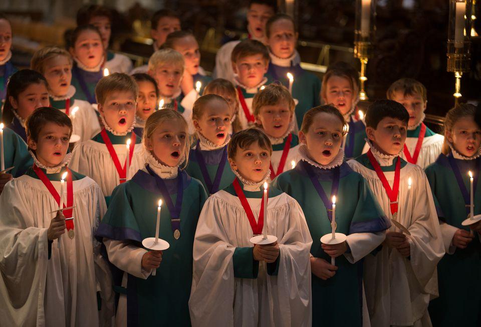 Los coristas de la catedral de Salisbury se preparan para la Navidad