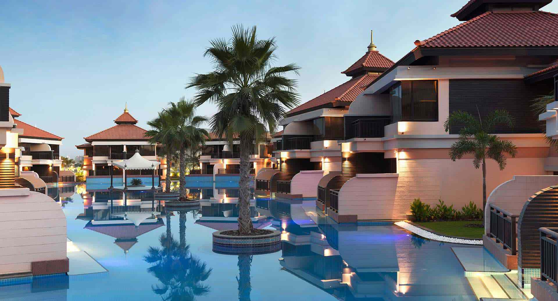 collection of identical overwater villas at the Dubai resort, Anantara the Palm