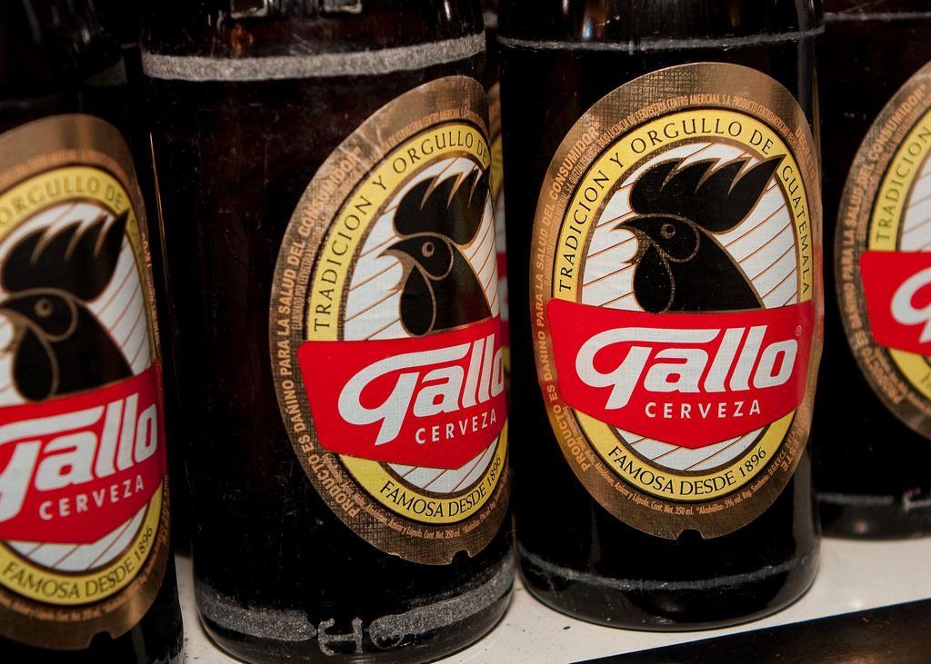 Botellas de cerveza Gallo