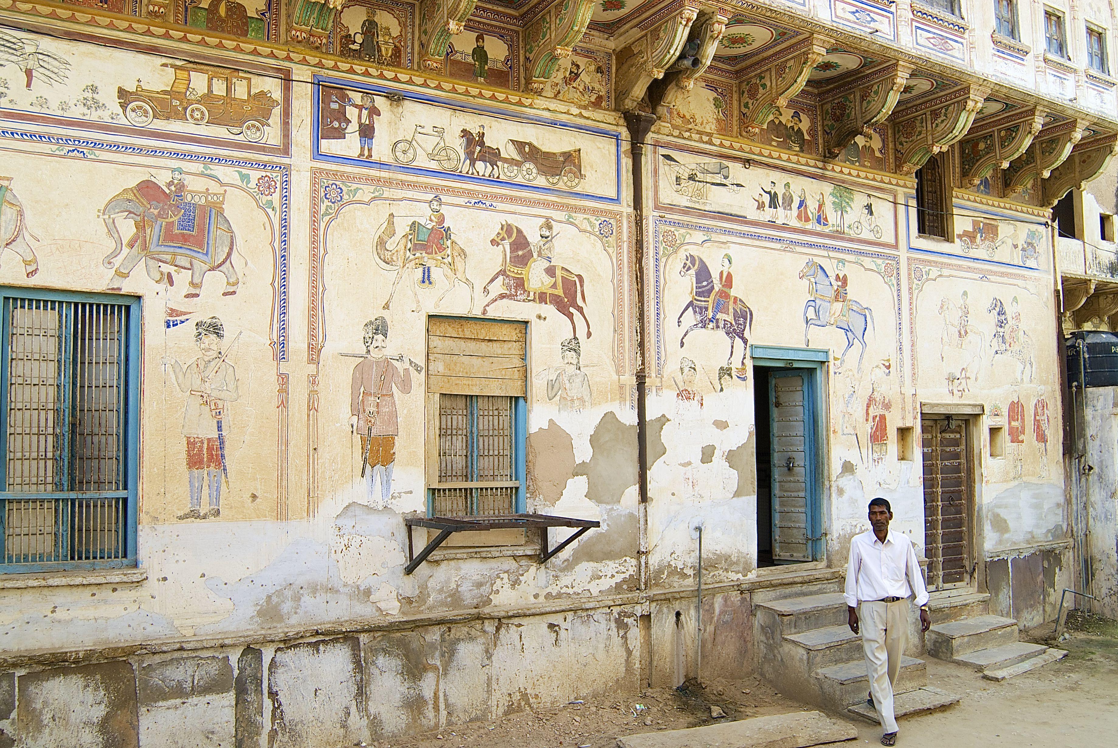 Painted haveli in Mandawa.