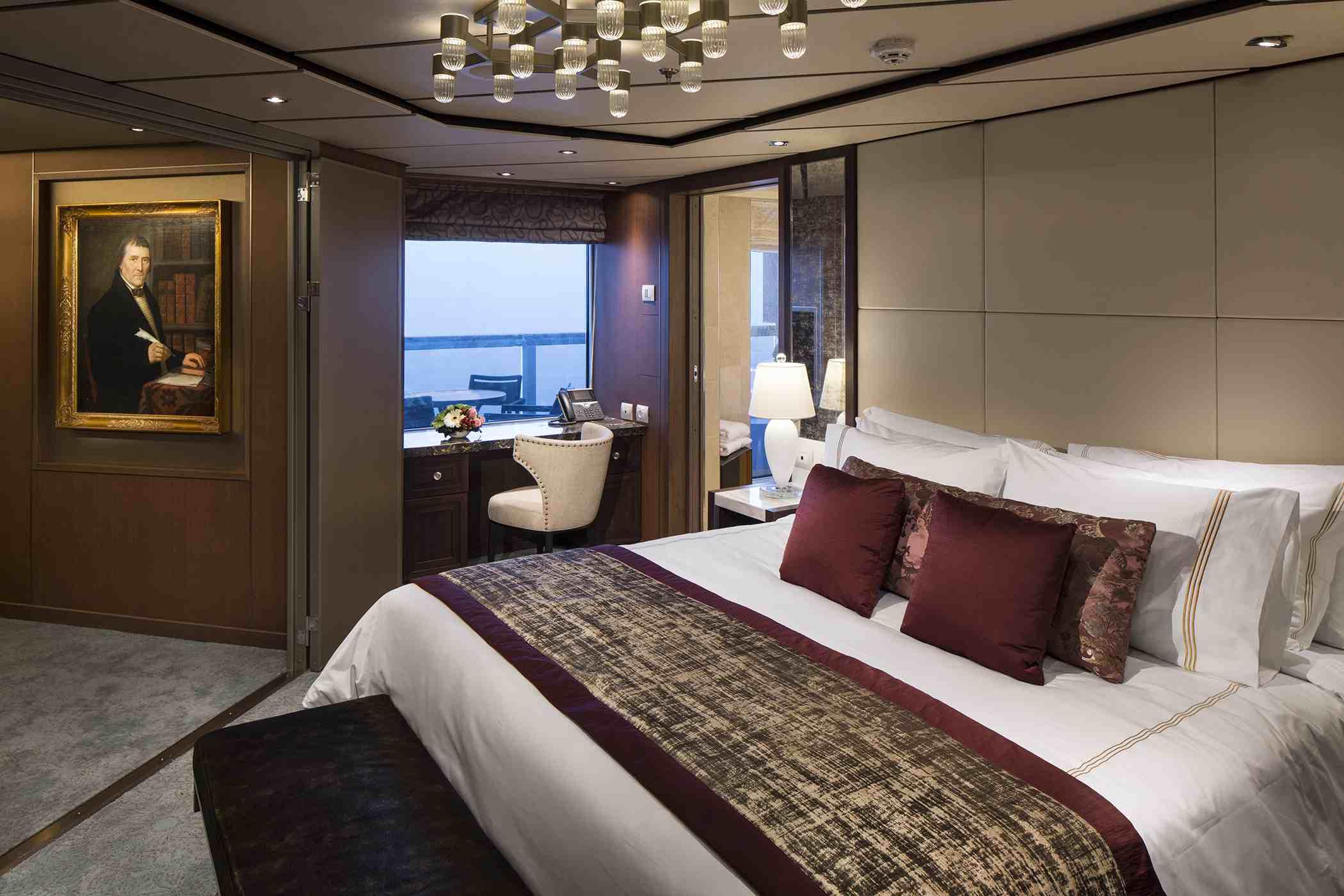 Dormitorio de la suite Pinnacle de Holland America Koningsdam