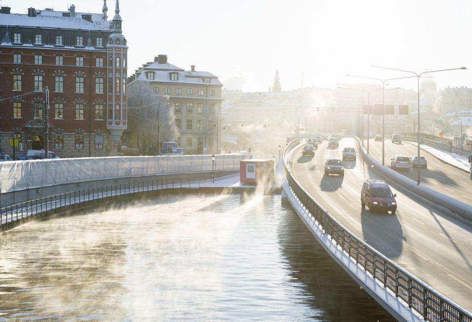 Coches en la calle en Estocolmo
