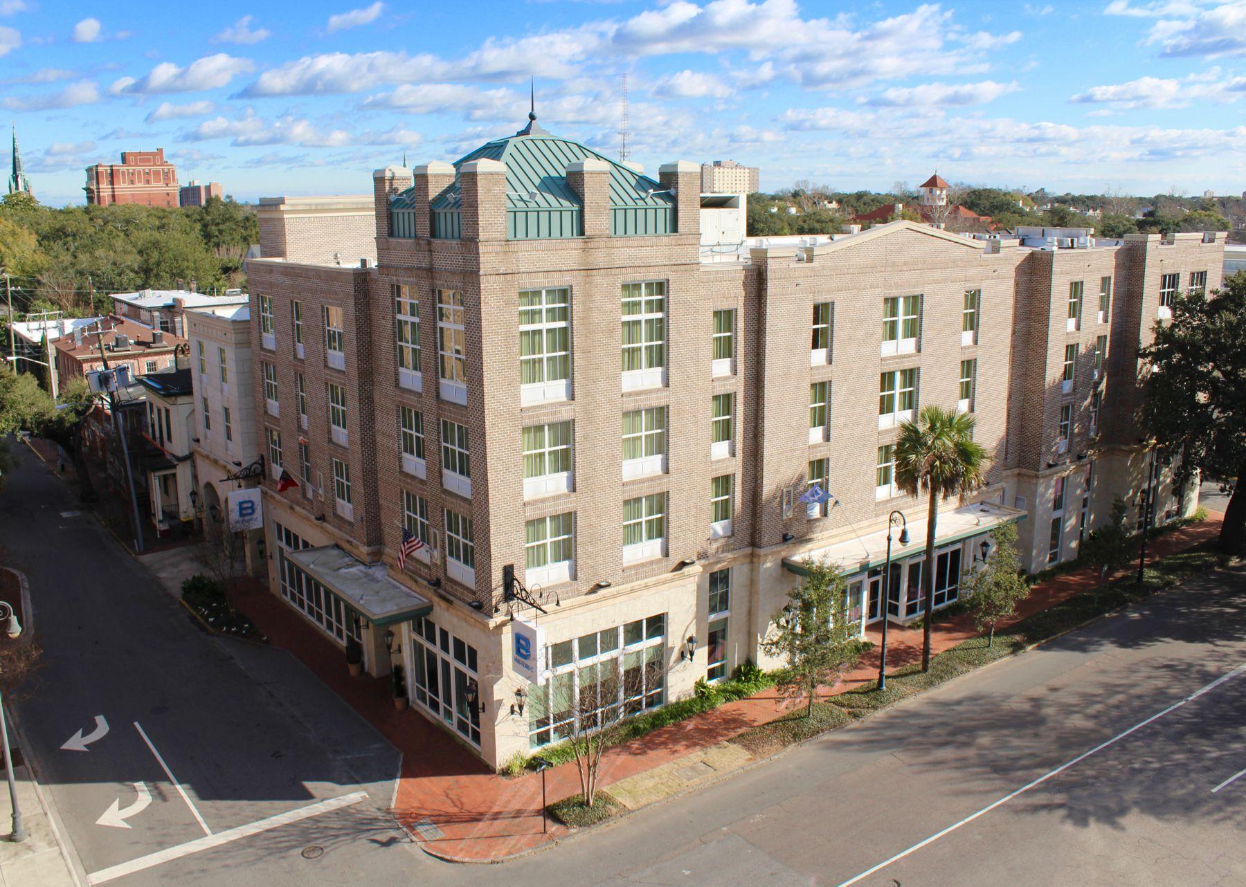 Admirable B Historic Savannah Hotel Mid Priced Central Delish Download Free Architecture Designs Licukmadebymaigaardcom